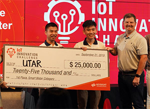 Students from Universiti Tunku Abdul Rahman (UTAR) in Malaysia (left Lim Wen Qing and Au Jin Cheng) are awarded First Prize in the Smart Water Category by Joel Conover, senior director, portfolio marketing for Keysight, for their entry, IoT Detachable Waterway Monitoring Device with LoRa and Self-Sustainability
